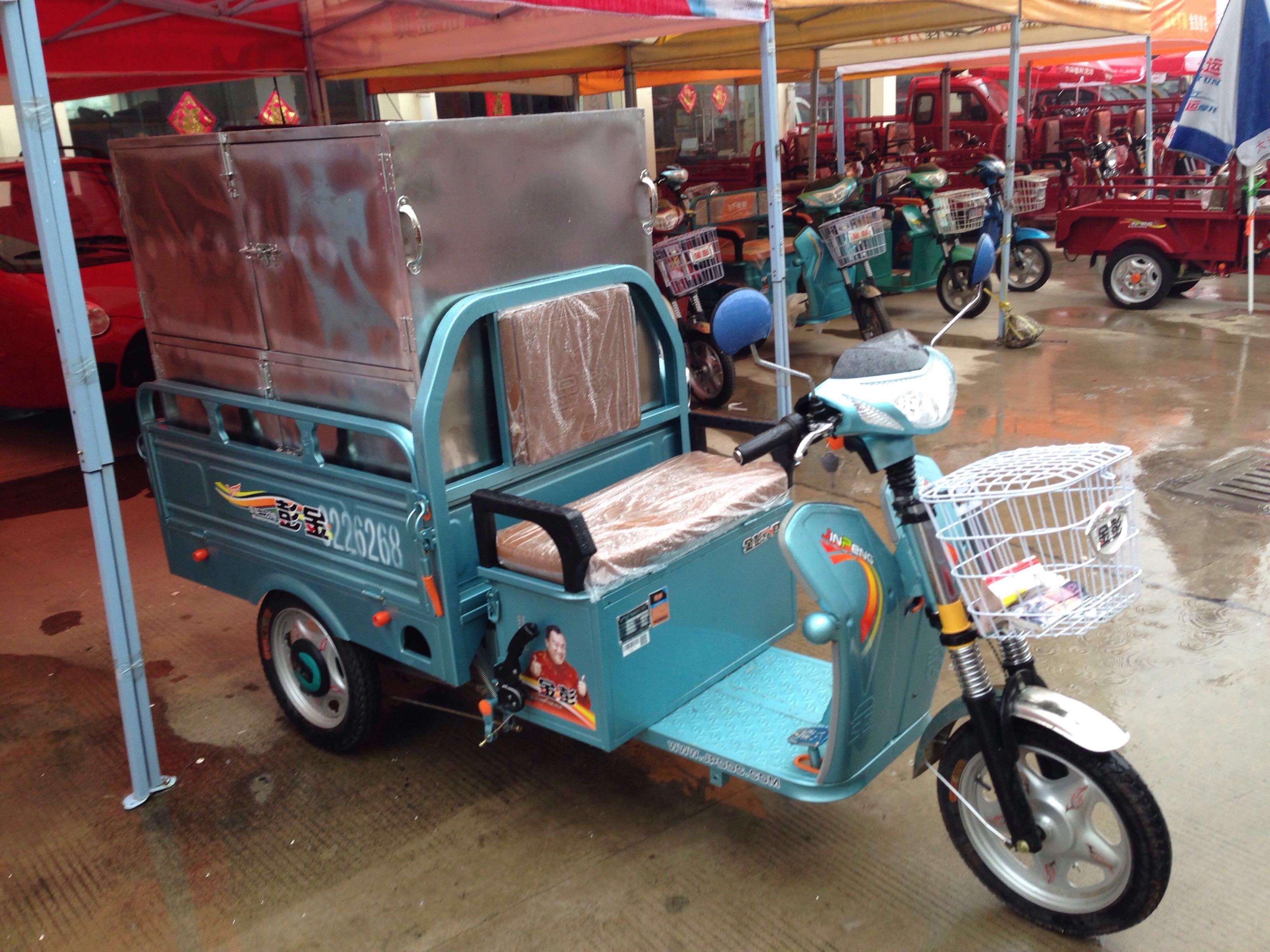 全新金彭电动三轮车带箱子3500低价转让,支持看货.