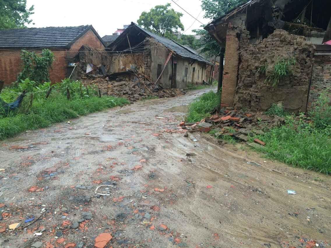 这儿就是我们住的地方 霍邱县孟集镇老街 坍塌的房屋到处可见,无任何相关部门管理 六安杂谈 www.Luanren.com