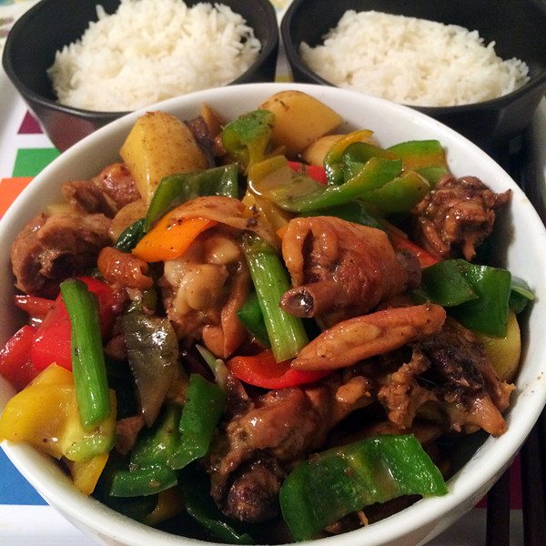 个人的小盘鸡,一碗米饭,一双筷子,赋予了更多相思的味道 六安美
