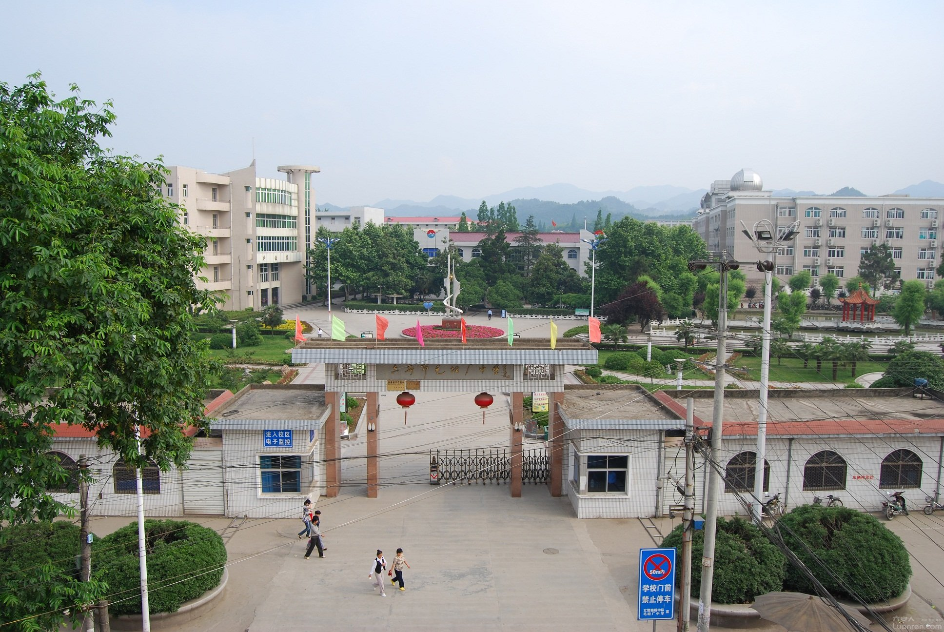 毛坦厂中学2016年高考高校录取结果喜报 两人被北大录取