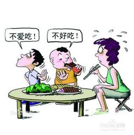 老人用颤抖的双手捧着碗端到桌上,一遍又一遍呼唤着孩子吃饭,父母