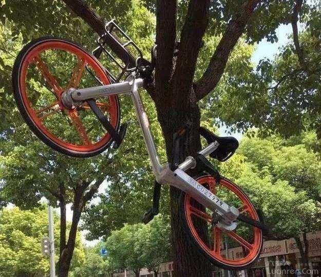 六安一辆共享单车被人遗弃在路边!民警立即联系租车公司将单车领回