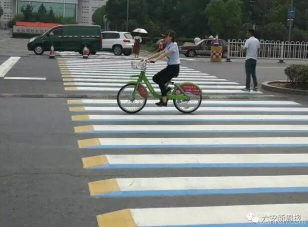 六安市区惊现3D斑马线!这种立体的视觉冲击有更明显的警示作用!