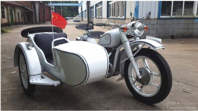 边三轮摩托车.jpg