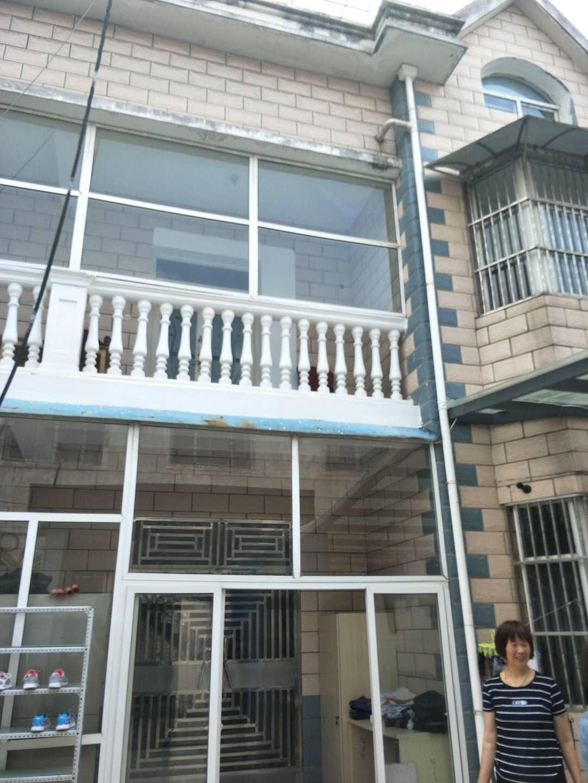 一共3层,独门独院,环境安静,独立厨房