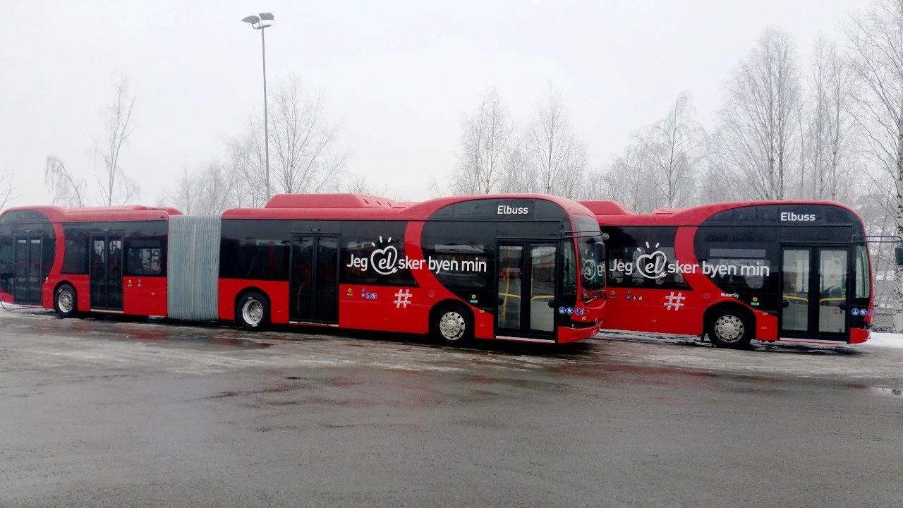 在挪威奥斯陆运营的比亚迪18米纯电动铰接车.jpg